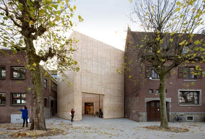 Centrum Sztuki Buda w miejscowości Kortrijk w Belgii