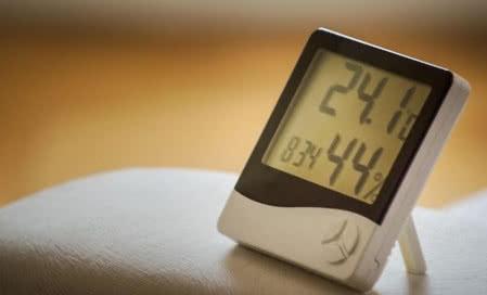 Temperatura i poziom wilgotności powietrza w domu.