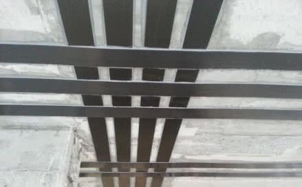 Wzmocnienie stropu taśmami z włókna węglowego